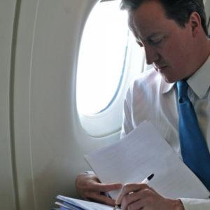 l_-pistola-primo-cameron-ministro-londra-corpo-bagno-bordo-aereo-imbarazzo-EBESSE